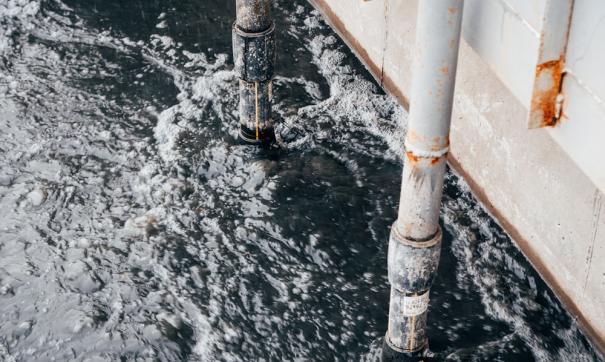 Суд посчитал снабжение свинокомплекса скважинной водой незаконным