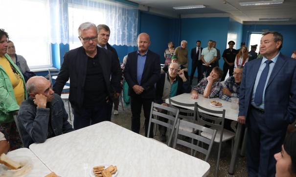 Глава региона также оценил условия пункта временного размещения в Малиновке