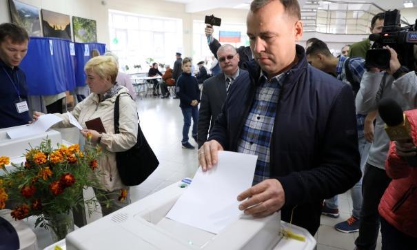 Вадим Шумков с утра пришел на избирательный участок в Кургане