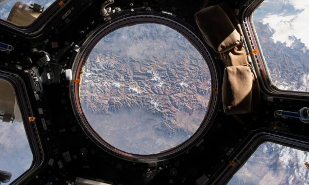 Вместе с русскими в храм наведываются и иностранные космонавты