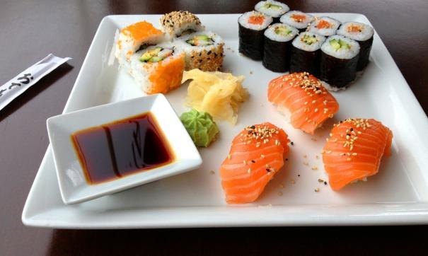 В суши легко может попасть зараженная рыба