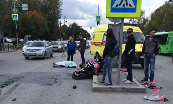 Мотоциклист  погиб мгновенно