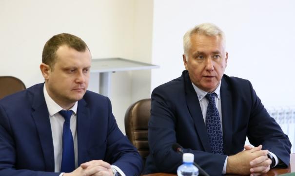 Виктор Храбров (справа) провел рабочую встречу с депутатами Ил Тумэн