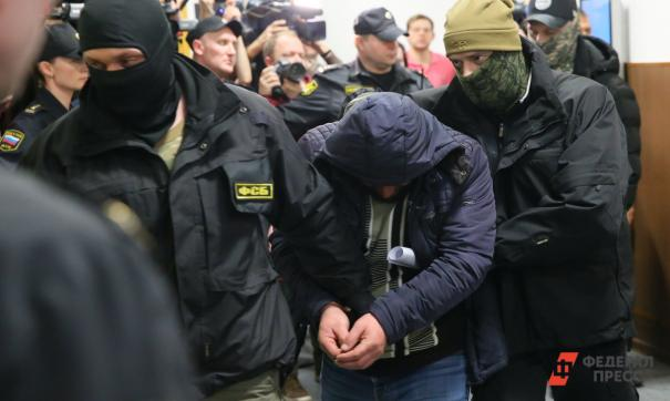 Трое мужчин подозреваются не только в участии в террористической организации, но и в вербовке новых членов