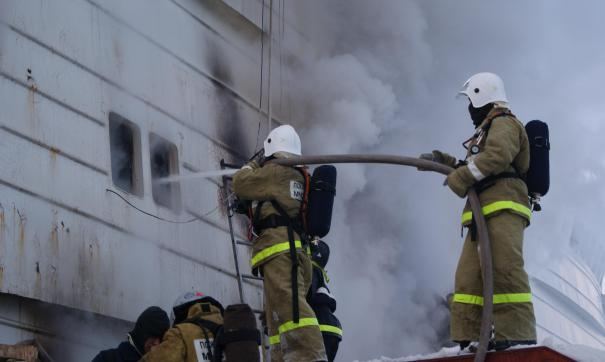 В Екатеринбурге привлекли дополнительные силы для тушения пожара на заводе «ВИЗ-сталь»