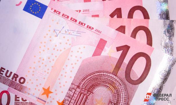 Центробанк предупредил о потерях банков от вкладов в евро