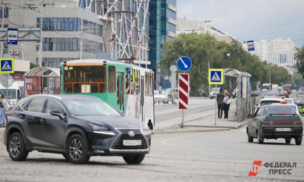 Электромобилям разрешат ездить по «выделенке» с 2020 года