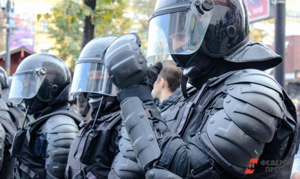 Почти сотня сотрудников ОМОН выбежали на площадь Советов и задержали организатора митинга