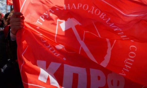 Довольно скоро требования протестующих сменились на политические