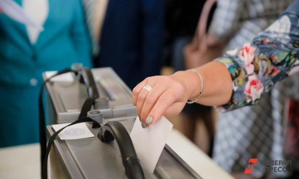 Всего в округе открылось 72 избирательных участка.