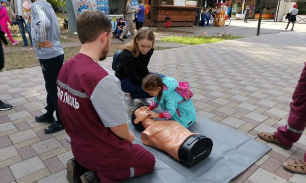 Жителей Новороссийска научили делать массаж сердца