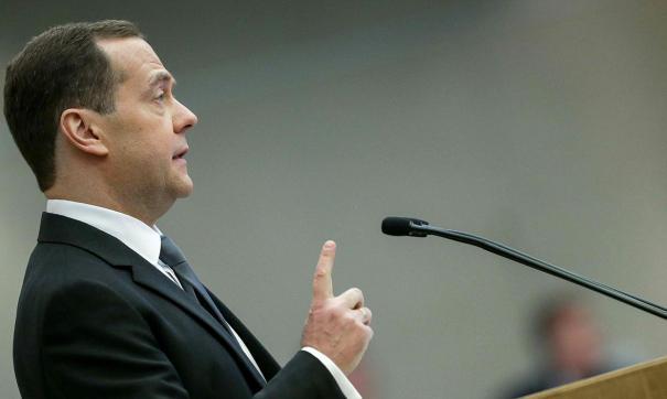 Медведев подчеркнул, что переход на «четырехдневку» не должен привести к снижению зарплат