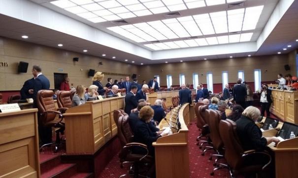 О своем несогласии с законопроектом прямо заявили всего шесть авторитетных депутатов.