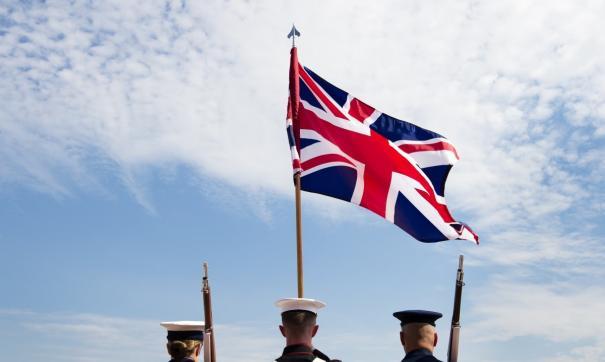 Британский флаг и солдаты