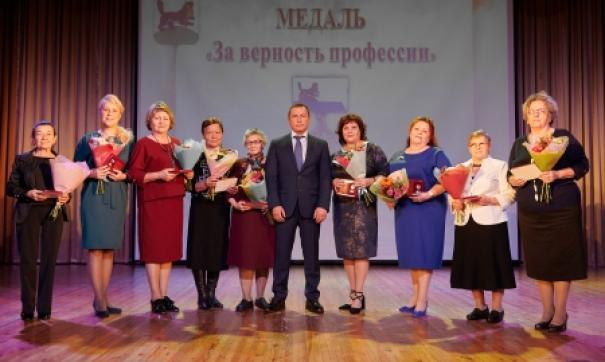 Мэр Иркутска вручил медали лучшим воспитателям