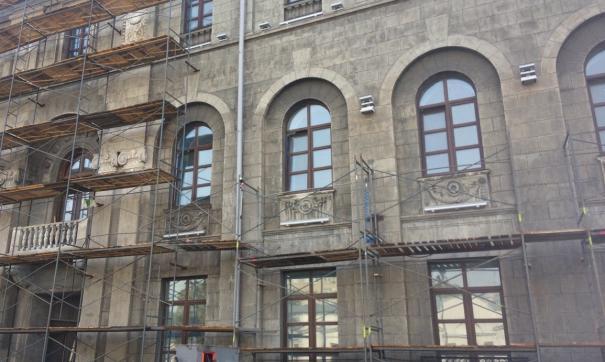 Для проведения работ по реконструкции здания понадобится еще месяц