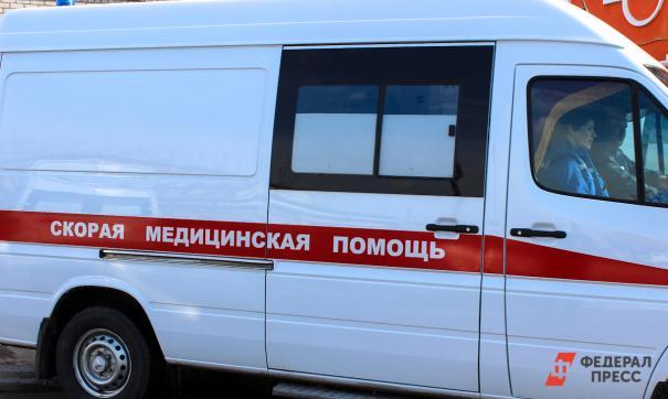 Интернет-подсписчики в соцсетях сообщали, что подросток выпал из окна и был госпитализирован бригадой скорой помощи