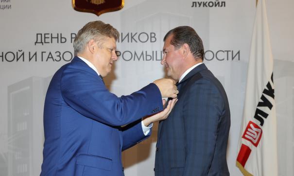 Награду вручили в центральном московском офисе ЛУКОЙЛа