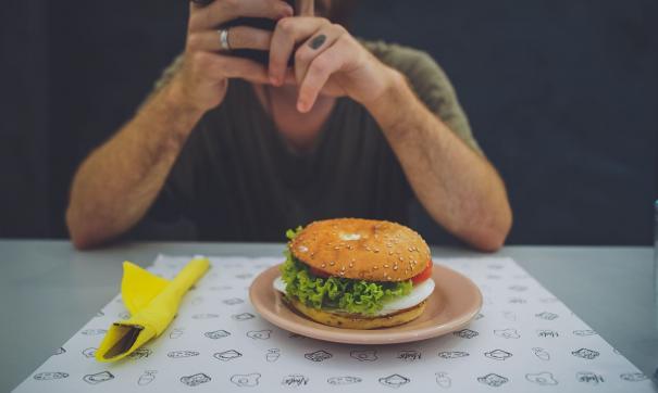 На полных людей гамбургеры повлияли значительно