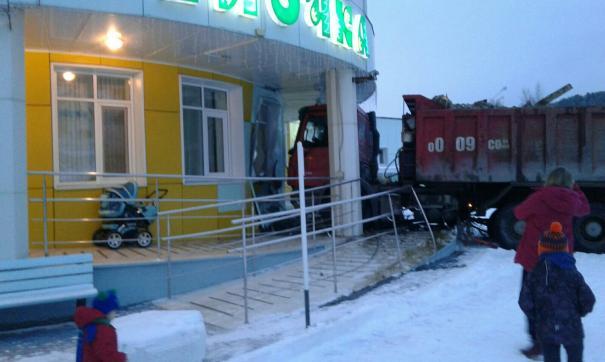 КамАз въехал в детсад в Ханты-Мансийске