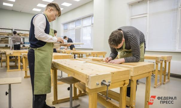 Большинство родителей дает низкую оценку школам в подготовке детей к выбору профессии