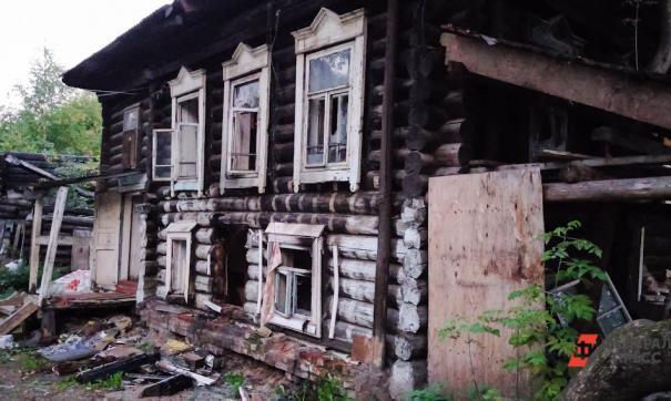 В ямальском городе мэр проверяет аварийный дом