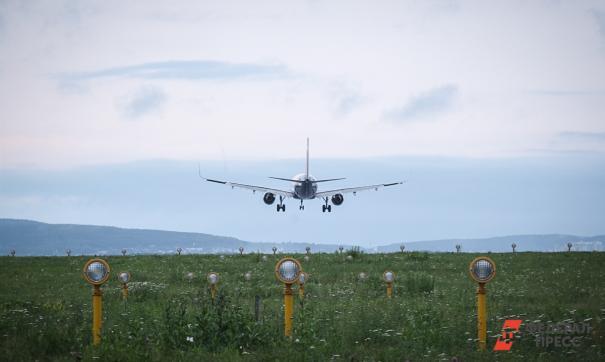 Самолет из Екатеринбурга совершил внеплановую посадку в Ноябрьске