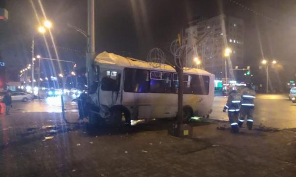 В ДТП с участием автобуса в Уфе пострадали десять человек