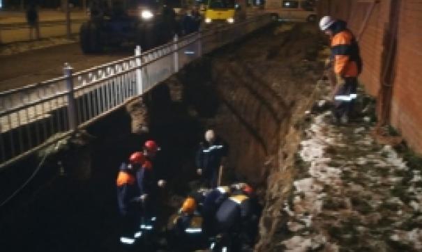 В Екатеринбурге двоих рабочих насмерть задавило грунтом