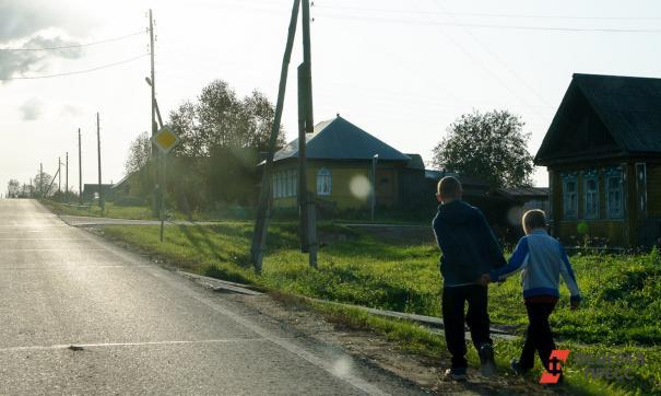 Сургутские судебные приставы обнаружили детей в одном из частных домов города