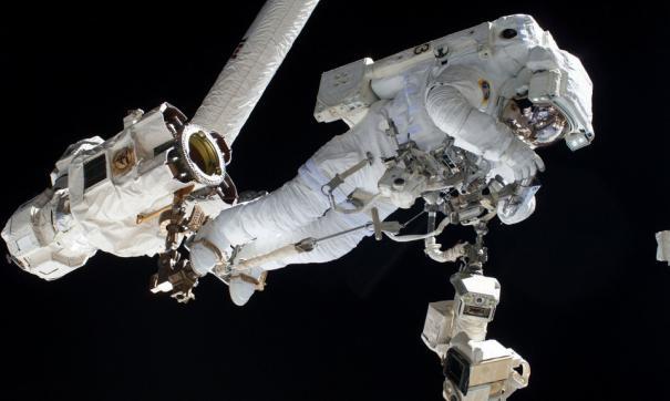 Российские астронавты выйдут в космос в американских скафандрах