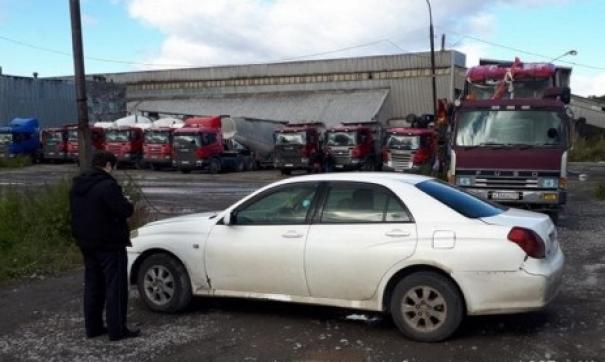 Житель Камчатки лишился машины, защищая завод от судебных приставов