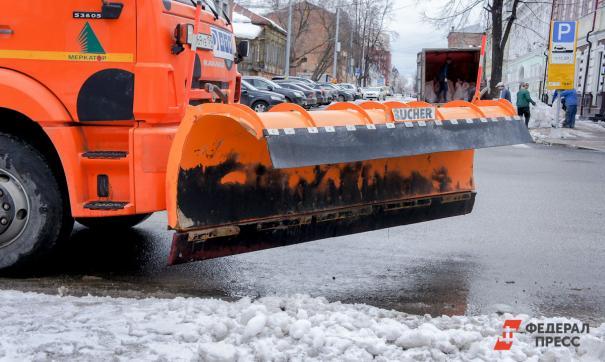 С утра для уборки улиц было задействовано 208 дорожных рабочих и 129 единиц спецтехники