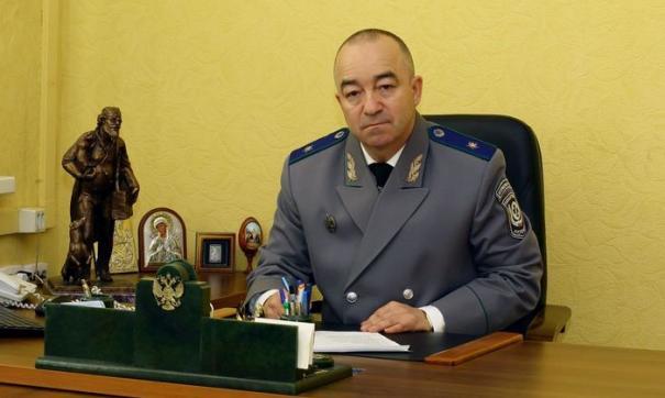 Руководитель ветслужбы принял на работу в подконтрольные службе учреждения собственную жену, двух дочерей и сына