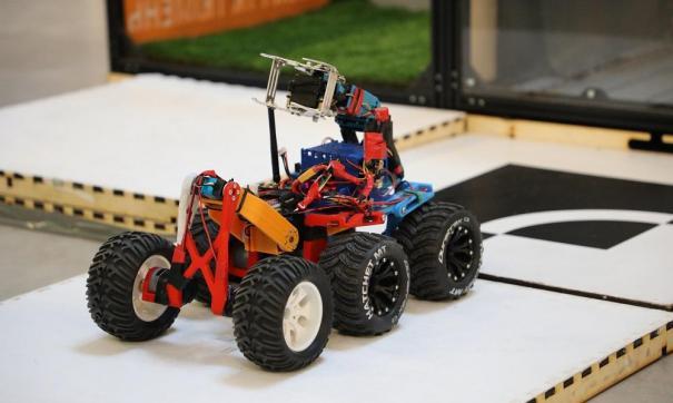 Юные инженеры заняли ведущие места в нескольких номинациях. Победители получили сертификаты в магазин цифровой техники