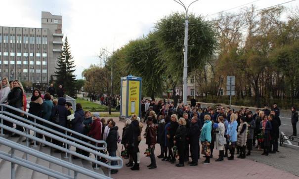 Сотни людей пришли проститься с мэром Абакана, погибшем в ДТП