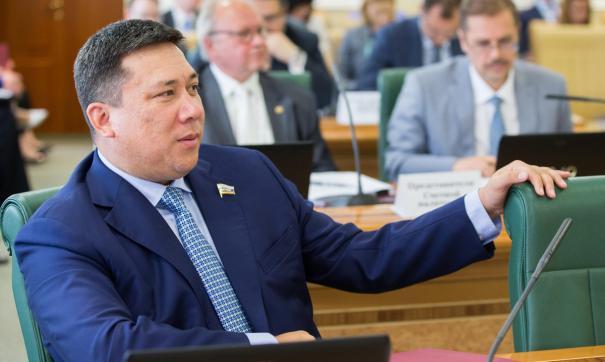 Указ о наделении Владимира Полетаева полномочиями члена Совета федерации подписан накануне