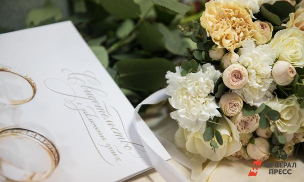 Нужно ли, по вашему мнению, регистрировать брак?