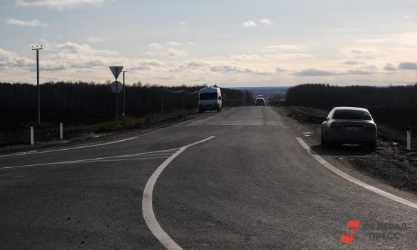 Во Владимирской области построили дорогу за 115 миллионов со столбами посередине