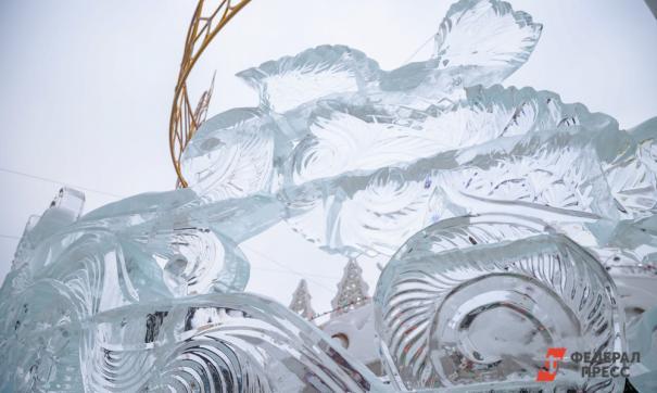 Ледовый городок в столице Югры обрушили для устранения дефекта