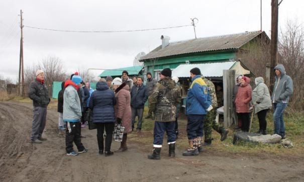 Местные жители говорят, что им приходится выживать, а не жить в поселке