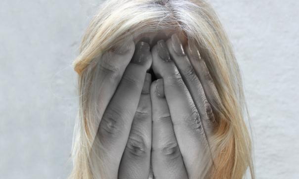 Врачи сообщили об основных симптомах нарушения женского здоровья