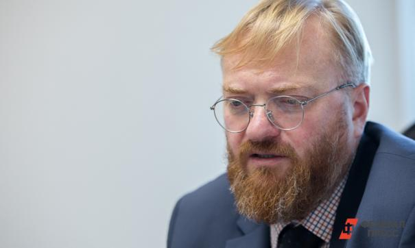 Милонов раскритиковал Хованского за видеоролик с дегустацией жевательного табака