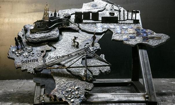 Арт-объект создан крымскими мастерами. Проект посвящен пятилетней годовщине присоединения Крыма