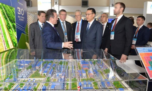 Губернатор Александр Бурков подчеркнул , что   впервые на форуме принимает активное участие молодежь