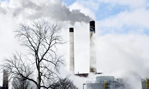 Безветренная погода привела к повышению уровня загрязнения воздуха и образованию смога с неприятным запахом
