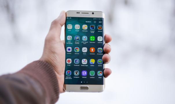 Эксперты назвали популярнейший смартфон 2019 года