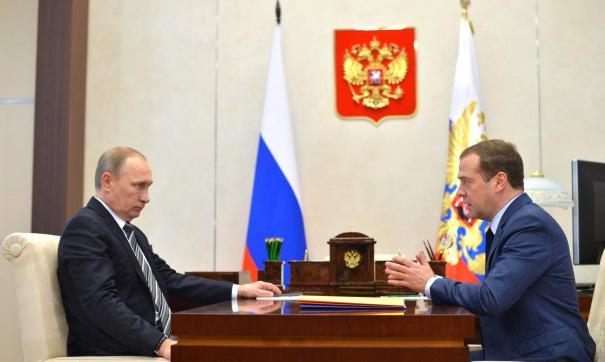 Медведев пожелал Путину отдохнуть на праздники