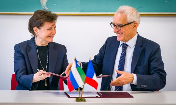 Наталья Комарова подписала соглашение о сотрудничестве с Францией