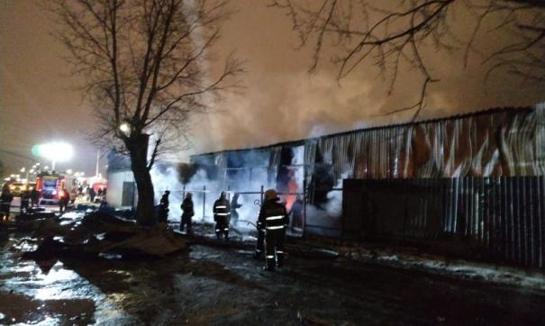 В Екатеринбурге произошел крупный пожар на рынке